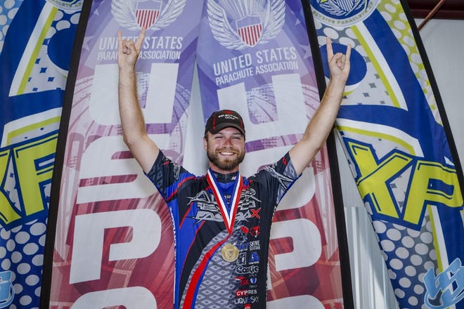 Cincinnati native Alex Hart won gold at the U.S. Parachute Association National Parachuting Championships.