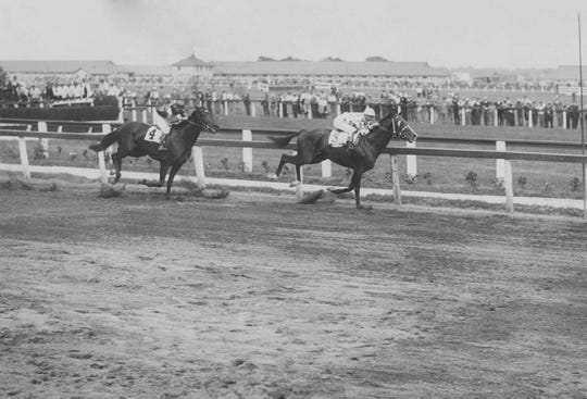 Man O' War leads on his way to beating Sir Barton in the Kenilworth Park Gold Cup in 1920.