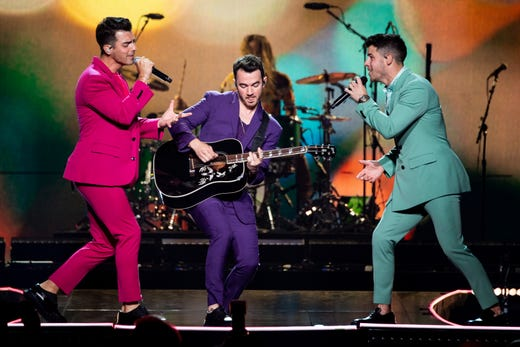 Jonas Brothers bring a lot of happiness (and a bit of 'Tequila') to Nashville concert