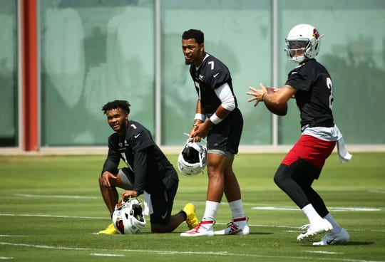 Cardinals QB Kyle Sloter (2) passes as Brett Hundley (7) and Kyler Murray (1) watch during practice Sept. 11, 2019 in Tempe, Ariz.
