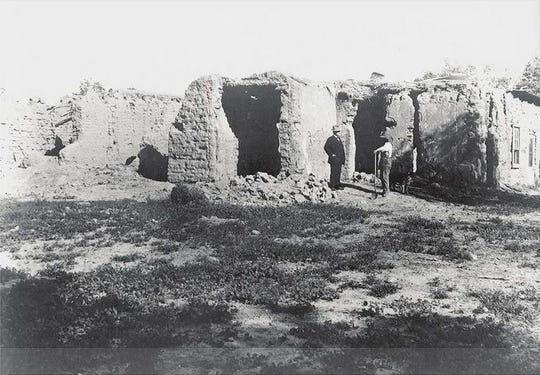 A photo shows Phoenix pioneer Jack Swilling's adobe home, called Dos Casas. It was located near 36th and Washington streets. A photo shows Jack Swilling's adobe home called Dos Casas. It was located near 36th and Harrison streets.