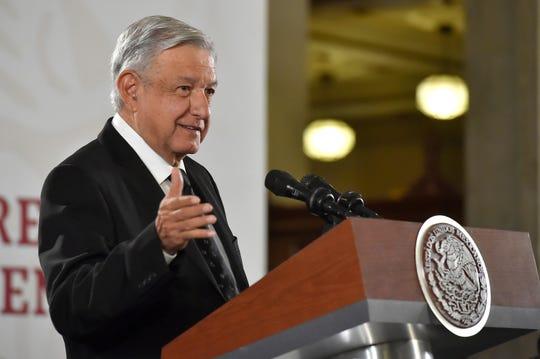 Fotografía cedida por la presidencia de México que muestra al mandatario mexicano, Andrés Manuel López Obrador, durante una rueda de prensa matutina este miércoles en el Palacio Nacional de Ciudad de México (México).