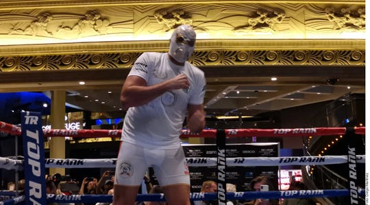 Al más puro estilo mexicano, Tyson Fury entrenó con una máscara de lucha libre.