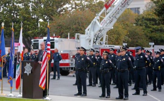 El alcalde de Salinas, Joe Gunter, habla el 11 de septiembre de 2019, durante una ceremonia por las víctimas de los ataques terroristas de hace 18 años.