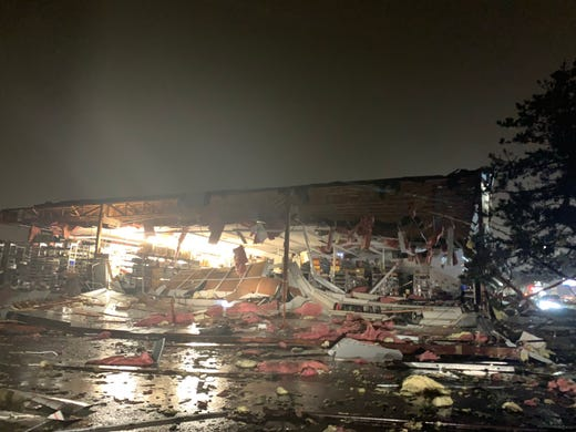 Damage at Advanced Auto Parts in Sioux Falls a storm moved through the area on Tuesday night.