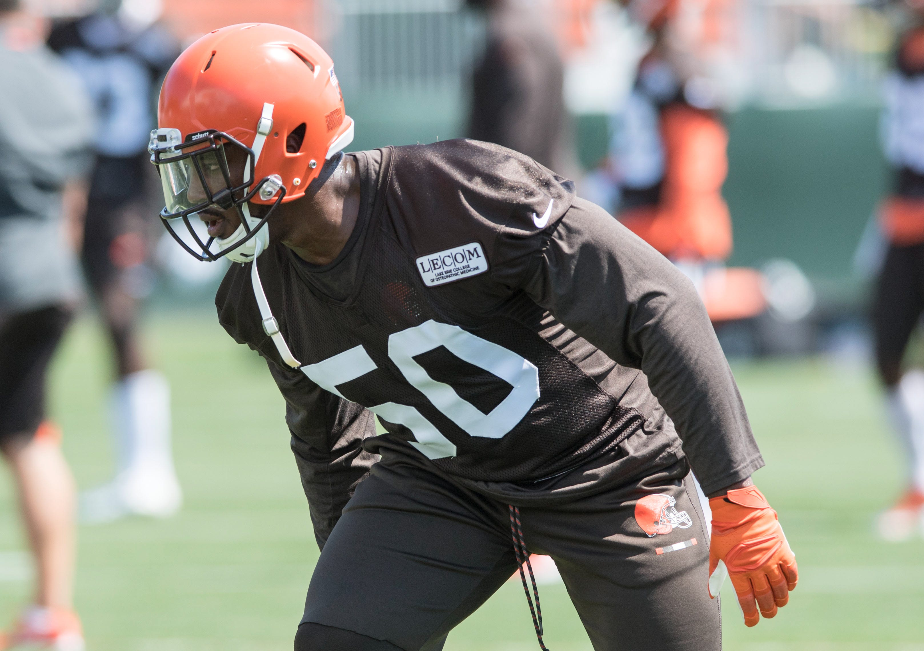 Girlfriend of Browns DE Chris Smith killed in roadside accident thumbnail