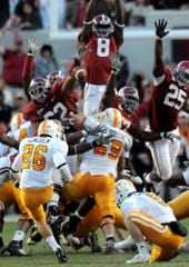 Alabama defensive lineman Terrence Cody (62), left, blocks a field goal by Tennessee kicker Daniel Lincoln (26) in the closing seconds to clinch the Crimson Tide's 12-10 victory in Tuscaloosa, Oct. 24, 2009. (AP Photo/Birmingham News, Mark Almond)
