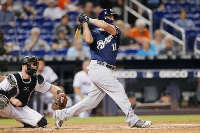Mike Moustakas crushes a three-run homer to right field in the third inning to give the Brewers a 4-2 lead over the Marlins.