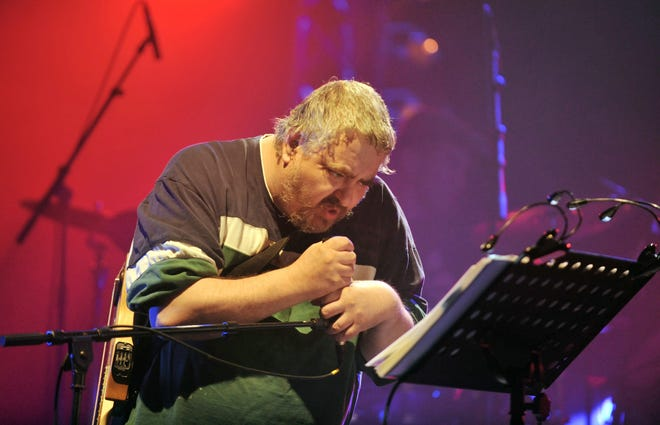 Daniel Johnston, a singer-songwriter whose distinctive voice made him a favorite of Kurt Cobain, Beck and Tom Waits, has died.