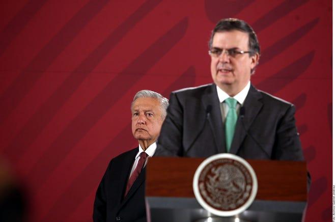 El SRE Marcelo Ebrard junto al presidente AMLO.