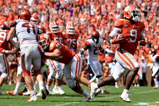 Clemson running back  Travis Etienne scores the game-winning touchdown against Syracuse with 41 seconds left in the fourth quarter last year. Syracuse hosts Clemson, the nation's top-ranked team, Saturday night in the Carrier Domw.