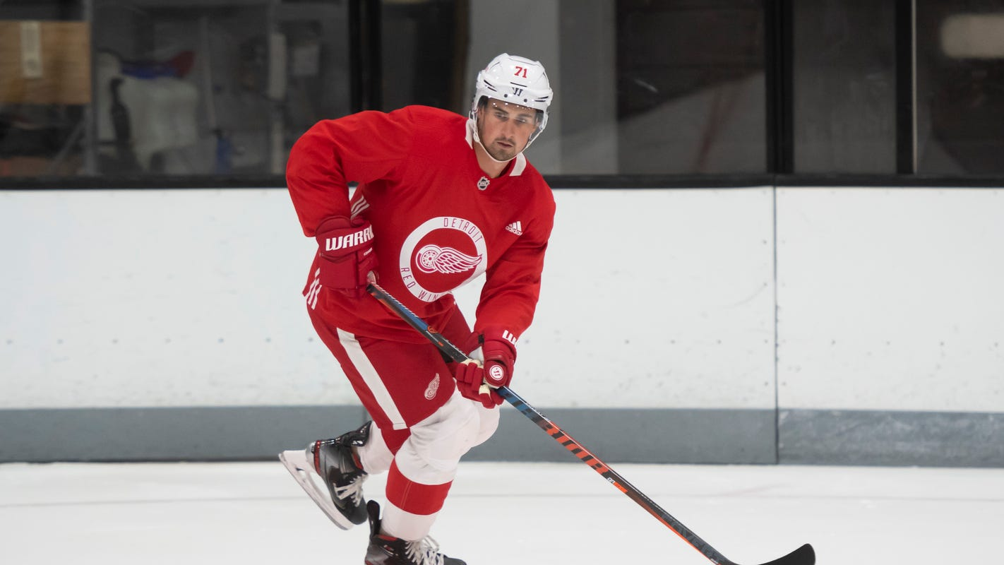 Dylan Larkin fine with Red Wings' decision to not name captain