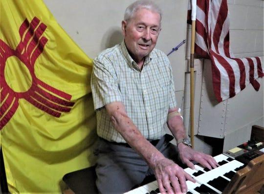 Bob Barnett playing the Elks 1119 Organ.