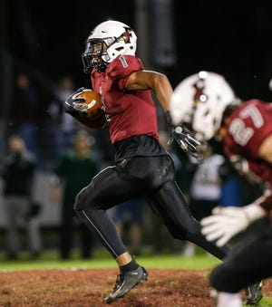 Fond du Lac High School football's Braelon Allen returns a kickoff 89 yards for a touchdown against D.C. Everest on Sept. 13, 2019, during their game in Fond du Lac, Wis.