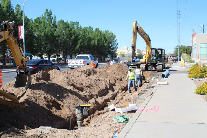 A contractor hired by Las Cruces Utilities repairs the recent water main line break on University Avenue; the public is a critical partner in reporting water leaks quickly. See a leak? Please report it to Utilities Emergency Dispatch at any time, day or night, at (575) 526-0500.
