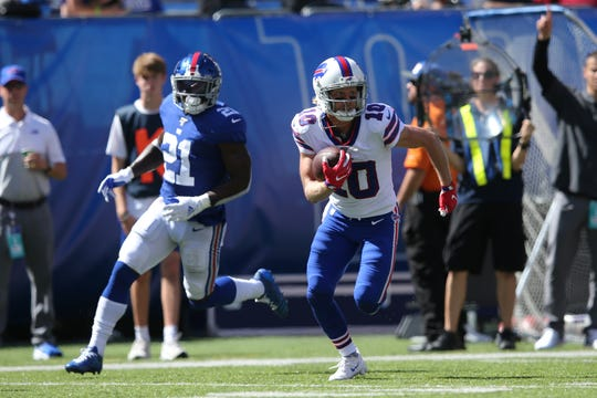 Buffalo Bills wide receiver Cole Beasley (10) runs with the ball against New York Giants safety Jabrill Peppers (21) during the second quarter at MetLife Stadium.