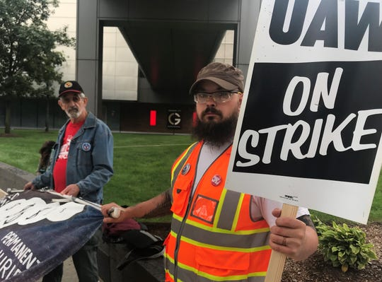 From left, Frank Hammer, retired UAW/GM international representative and Sean Crawford, UAW 598 arrive in support of union members at the Marriott Renaissance Hotel in Detroit, Sunday, Sept. 15, 2019.