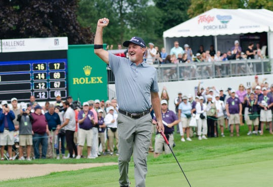 Jerry Kelly celebrates after he sinks the final putt on the 18th green Sunday.