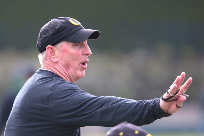 Jim Leavitt will take over as the new defensive analyst for FSU after serving as the defensive coordinator for one year at Oregon.