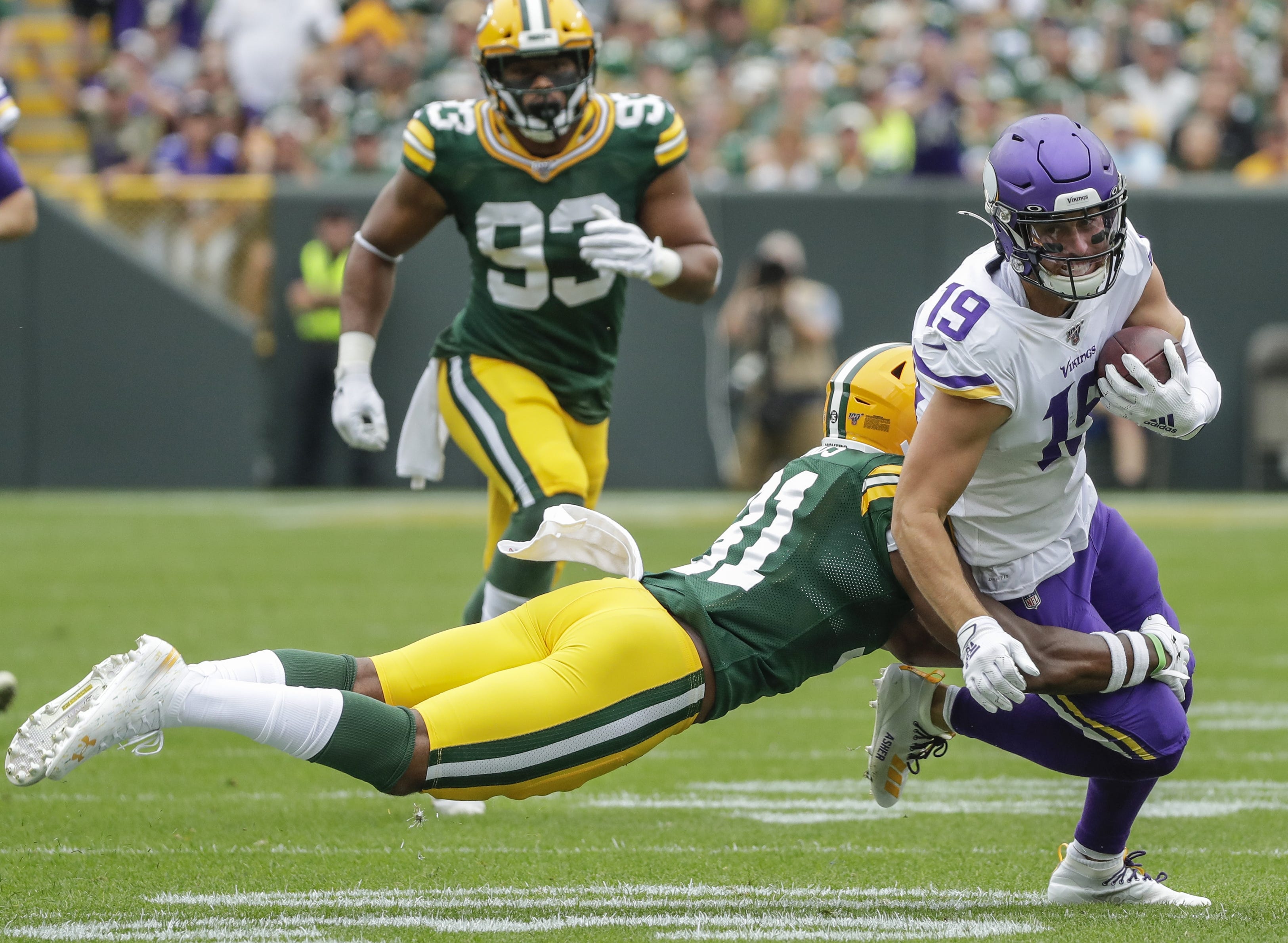 Packers strike early, hold on to beat Vikings 21-16 and improve to 2-0