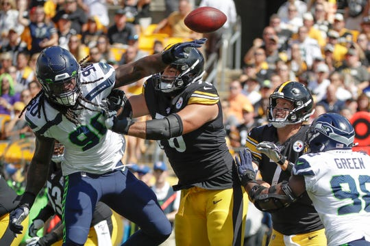 Seattle Seahawks outside linebacker Jadeveon Clowney deflects a pass by Pittsburgh Steelers quarterback Ben Roethlisberger in the first half Sunday, Sept. 15, 2019.