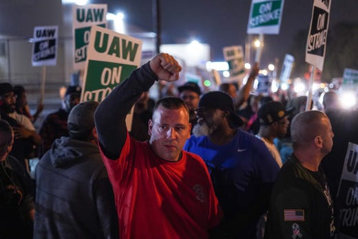 UAW workers block GM employees from entering plant, at least one gets 'bumped' by fender