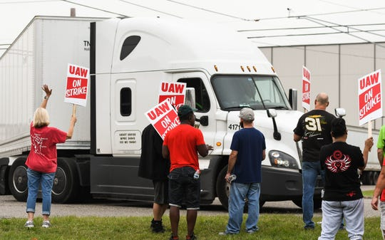 UAW Local 602 members picket near Millett Highway and Creyts Road near the entrance to the Lansing Delta Township plant early Monday morning, Sept. 16, 2019, the first day of a nationwide strike against GM.