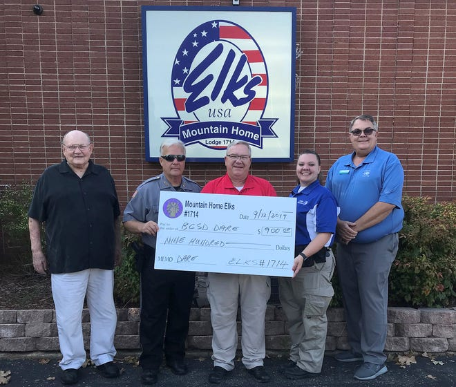 The Mountain Home Elks Lodge recently donated $900 to the Baxter County Sheriff Office School Resource Officer program.Pictured are: (from left) Stuart Friend, Elks president; Deputy Paul Day;Deputy Billy Cox;Deputy Selena Harris;and Chris Robinson, Elks Benevolence chairman. The Sheriff's office provides SROs for the Mountain Home, Cotter and Norfork school districts. The SROprogram provides a law enforcement presence, along with teaching educational programs such as D.A.R.E. (Drug Abuse Resistance Education) andG.R.E.A.T. (Gang Resistance Education and Training), along with Smart Choices, Better Chances. These programs center on informing students about the pitfalls of gang involvement along with Juvenile Law.
