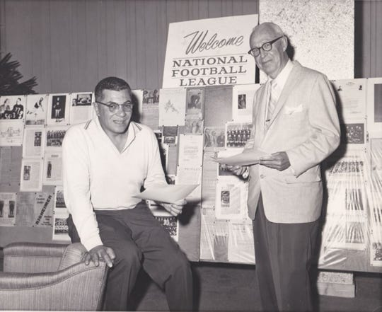 Green Bay Packers coach Vince Lombardi, left, with Leo Lyons in 1962.