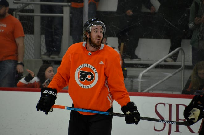 Kevin Hayes is more familiar with the new Flyers coach than any of his teammates these days. He and Alain Vigneault worked together in New York.