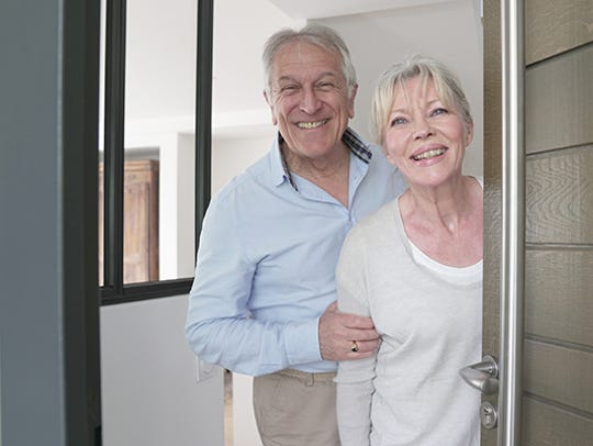 When family gathers for a reunion, birthday or anniversary celebration with elderly loved ones there are warning signs to be on the lookout for that might indicate a problem.