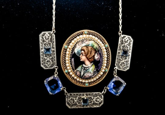 A vintage necklace from Asia with sapphires and delicate filligree