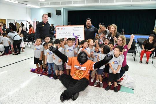 Team owner Robert Sarver, left, celebrates the Phoenix Suns' donation of $2.6 million to the city's Head Start program.