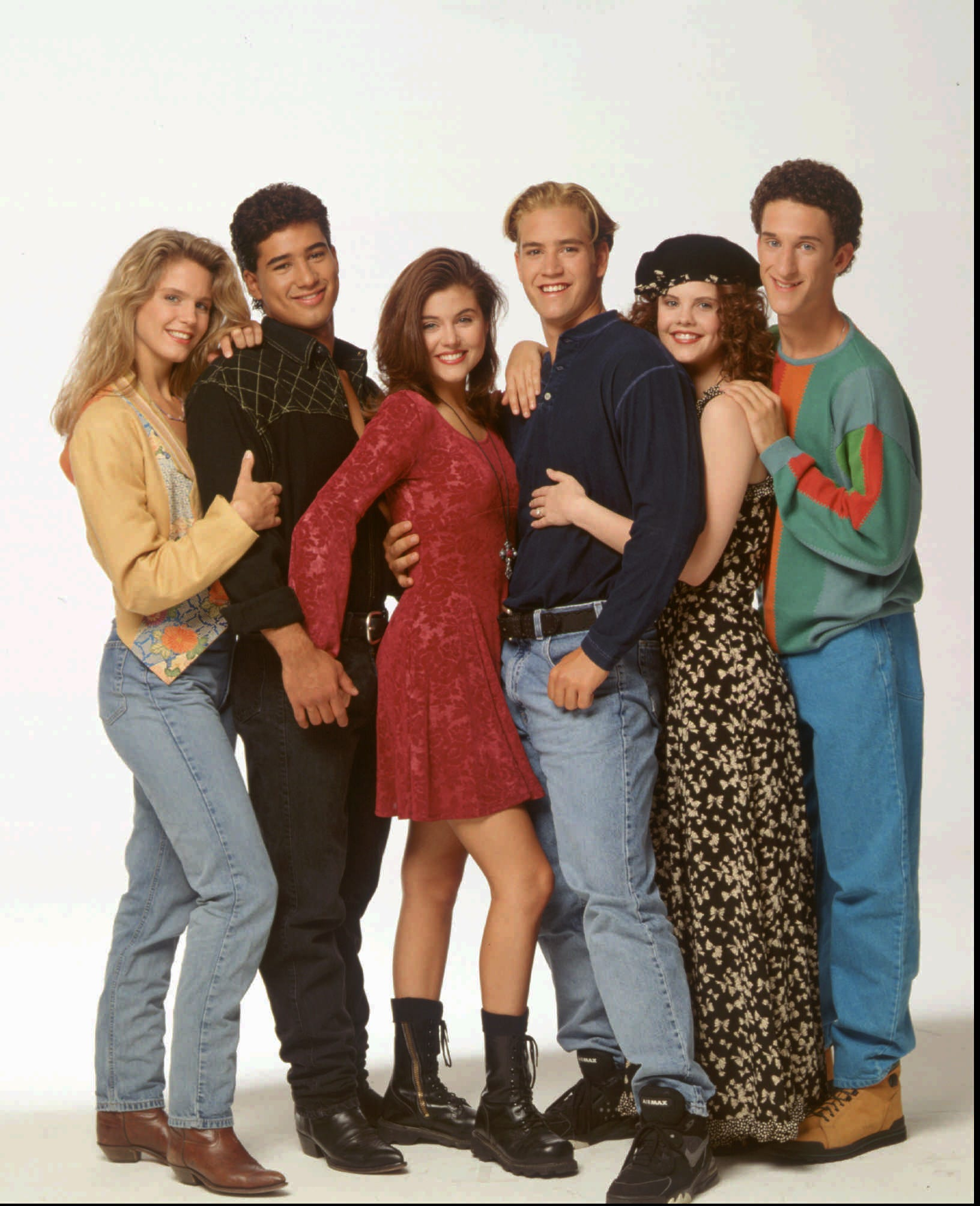 Edgy   Saved by the Bell  reboot will lovingly poke fun at the original: See new trailer