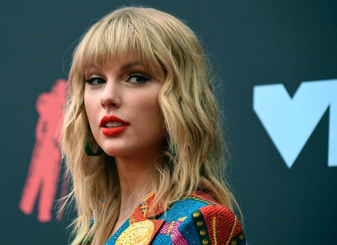 Taylor Swift arrives at the MTV Video Music Awards in Newark, N.J. on Aug. 26, 2019.