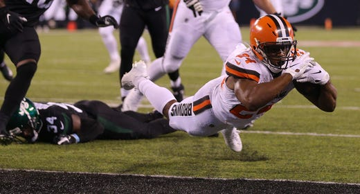 Cleveland Browns running back Nick Chubb (24) dives into the end zone for a touchdown against the New York Jets.