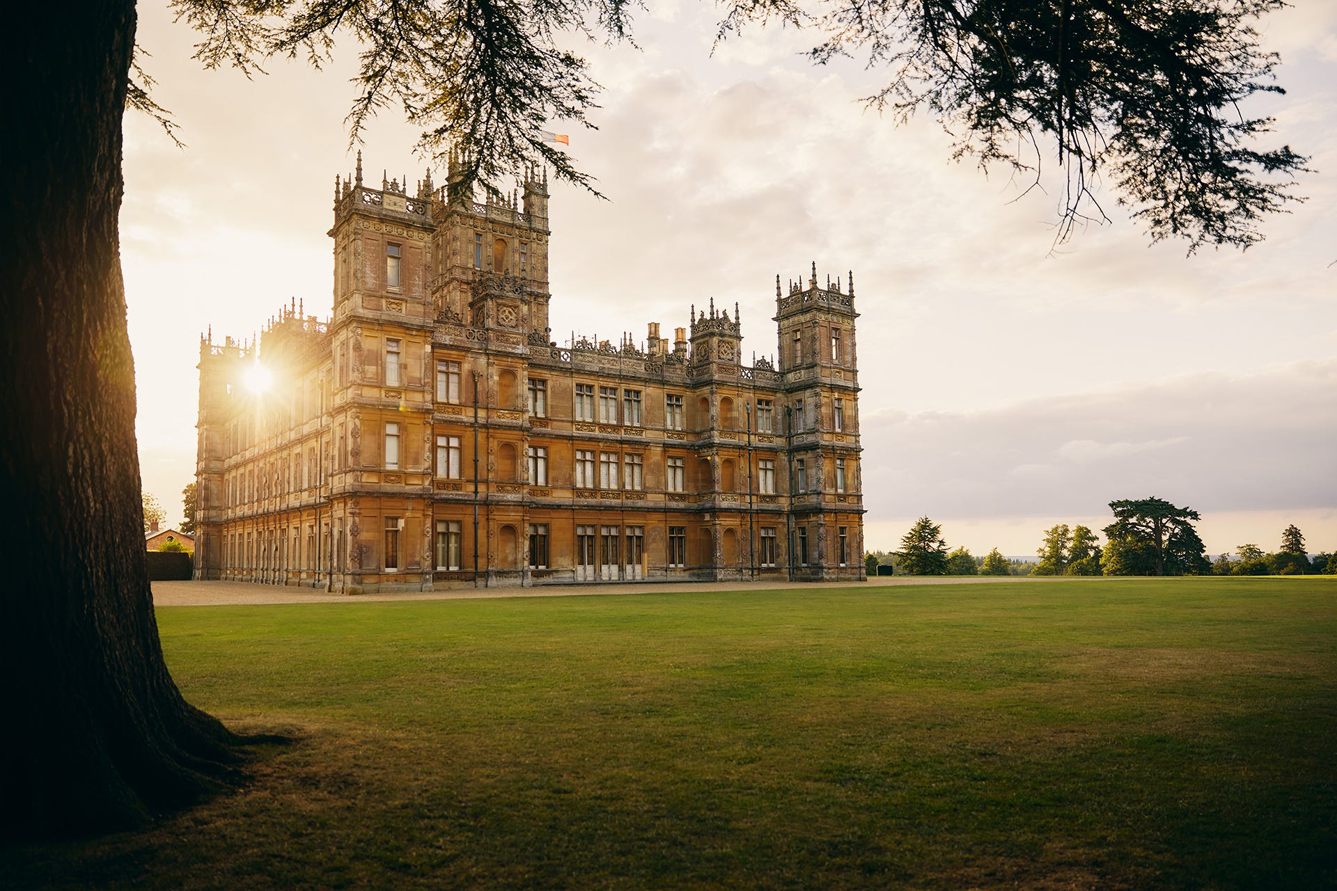 Downton Abbey': Book a room in Highclere Castle through Airbnb