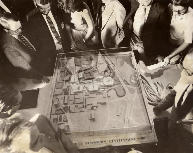 Strouse-Greenberg unveils model of downtown mall