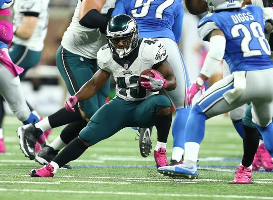 Philadelphia Eagles running back Darren Sproles runs the ball in front of Detroit Lions cornerback Quandre Diggs during the second half at Ford Field, Oct. 9, 2016.