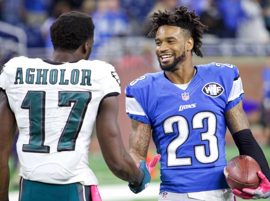 Detroit Lions cornerback Darius Slay and Philadelphia Eagles wide receiver Nelson Agholor shake hands after the Lions won 24-23 at Ford Field, Oct. 9, 2016.