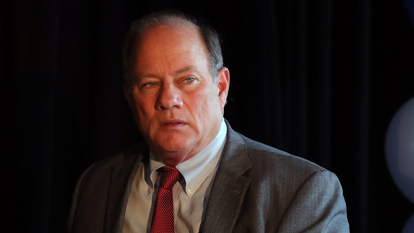 Detroit restaurants, businesses should be able to open soon, Duggan says