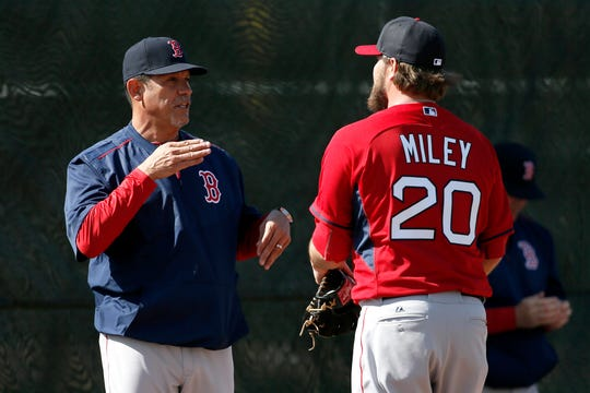 Juan Nieves, left, talks with Wade Miley (20) during spring training when Nieves was Boston's pitching coach in 2013.