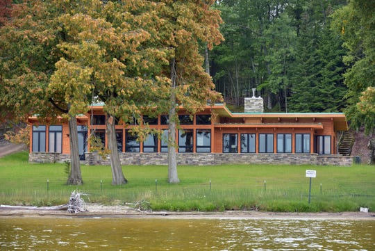 The United Auto Workers used nonunion labor to build this lakefront home for retired President Dennis Williams at the union's 1,000-acre retreat in Onaway.
