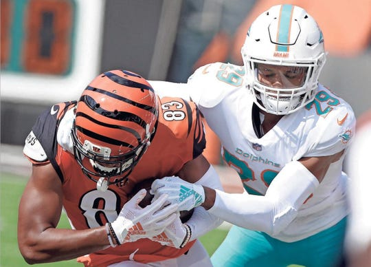 Minkah Fitzpatrick, right, has played cornerback and linebacker for the Dolphins, but will start out as a safety for the Steelers.
