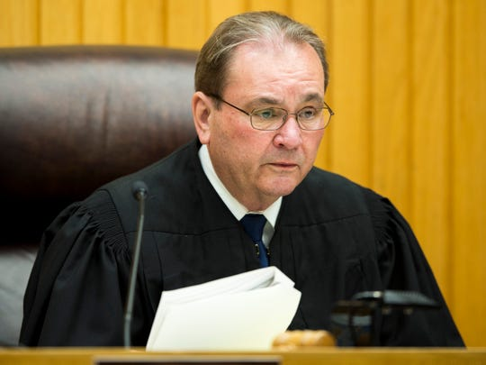Knox County Criminal Court Judge Bob McGee is resigning his post at the end of the year.