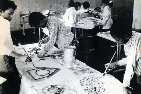 Students participate in a Children's Fine Art Class in the 1970s.