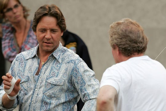 """Actor Russell Crowe and director Ridley Scott appear on set during the filming of Universal Pictures """"American Gangster"""" on August 4, 2006 in Brooklyn borough of New York City."""