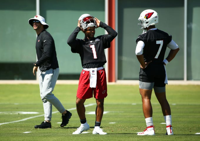 Arizona Cardinals head coach Kliff Kingsbury and quarterbacks Kyler Murray (1) and Brett Hundley (7) during practice on Sep. 18, 2019 in Tempe, Ariz.