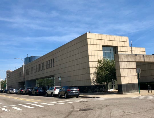 The Howard Street site has been home to Greyhound since the 1990sand used to house Michigan State Police and MDOT offices upstairs, which is now vacant. It sits onabout two acres and is about 31,000 square feet.
