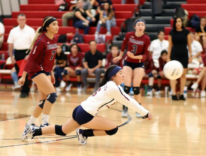 Sophomore libero Bianca Valverde (white jersey) will test her defensive skills against Las Cruces on Saturday.